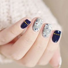 Adding some glitter nail art designs to your repertoire can glam up your style within a few hours. Check our fav Glitter Nail Art Designs and get inspired! Classy Nail Designs, Fall Nail Art Designs, Best Nail Art Designs, White Nail Designs, Classy Nails, Stylish Nails, Trendy Nails, Manicure Rose, Super Nails