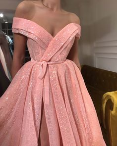 Details – Baby pink color – Glitter fabric – Ball-gown style – Party and evening… Details – Farbe Baby Pink – Glitzer-Stoff – Ballkleid-Stil – Party- und Abendkleid Evening Dresses, Prom Dresses, Formal Dresses, Evening Gowns Couture, Sexy Evening Dress, Casual Dresses, Wedding Dresses, Elegant Dresses, Pretty Dresses