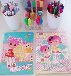 Caderninhos fofos por uma segunda-feira mais fofa! 😊🌼🍭📄 .  Bom dia mundo. 😙💕 .  #bomdia #insta #segunda #segundafeira #caderno #fofo #fofura #cor #pic #love #kawaii