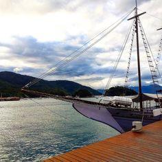 Assim chegamos a #IlhaGrande um pedaço de #Buzios-RJ muito incrível. Acompanhe o #aosviajantes essa semana com fotos e dicas desse paraíso. ;) Veja no Blog como chegar!