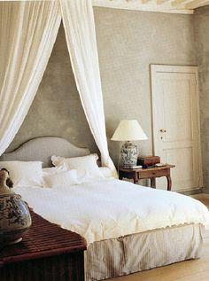 Axel Vervoordt: Bedroom in pale colors