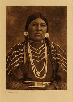 c. 1909 Cayuse Indian woman  photo: Edward S. Curtis  (Native American, Oregon, beaded clothing, dentalium shells)