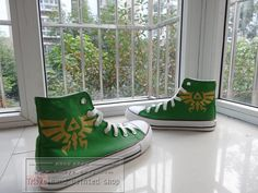 Hand-painted Use acrylic paint on shoes,the color does not fade. Please cold /gentle wash by hand Please do not direct sun exposure