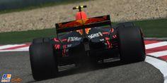 Max Verstappen beleefde in Shanghai zijn slechtste kwalificatie sinds Monaco vorig jaar, toen hij na een crash als 21ste eindigde. In China was er een probleem met de software van zijn Renault-motor, met als gevolg dat de Nederlander in het eerste deel van de kwalificatie niet verder kwam dan de negentiende tijd.