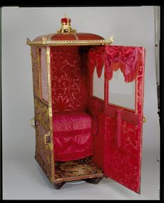 Interior of Queen Charlotte's Sedan chair, The Royal Collection. Royal Collection Trust, Georgian Era, Travel Style, 18th Century, Bunt, Art Decor, Royalty, Victorian, History