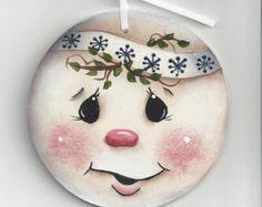 Resultado de imagem para Cute Snowman Faces to Paint Painted Christmas Ornaments, Wooden Ornaments, Christmas Signs, Christmas Cats, Christmas Angels, Snowman Faces, Cute Snowman, Snowman Crafts, Holiday Crafts