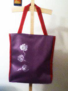 Bolso en cuerina con rosas pintadas