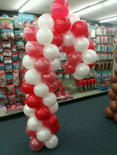 1000 images about christmas decorations on pinterest for Candy cane balloon sculpture