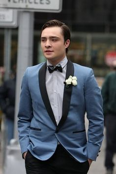 When this blue tux gave you Frank Sinatra feels. | 23 Times Chuck Bass Gave You Intense Suit Goals