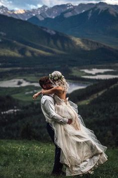 20 dreamy wedding photos from mountain weddings 20 dreamy wedding . - 20 dreamy wedding photos from mountain weddings 20 dreamy wedding photos from mounta - Wedding Goals, Wedding Pics, Wedding Planning, Outside Wedding Pictures, Wedding Schedule, Wedding Picture Poses, Romantic Wedding Photos, Wedding Shot, Wedding Quotes
