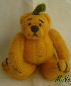 Dýně Další z mé řady ovocno-zeleninových medvídků. Plstěný medvídek ze žlutého rouna, sedící měří ca 7 cm. (Pro zasvěcené, nejedná se o výprodej :o))))