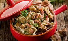 Cream, cheese, mushrooms and tagliatelle - combined together will make a tasty pasta dish! Creamy Mushrooms, Stuffed Mushrooms, Lunches And Dinners, Meals, Tagliatelle Pasta, Pasta Dishes, Pasta Recipes, Tasty, Cooking