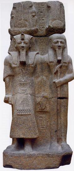 Ramsés II con divinidad