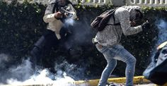 #HTE in Caracas as Anti-Government Protests Escalate (26 photos)Opposition groups have taken to the street