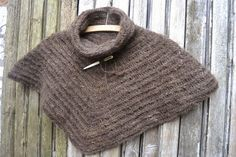 Needlebound / nalbound cowl made from handspun yarn (and unknown stitch), by Bodil Christensen. Posted [in Danish] 2014-08-29 in her blog vild med uld (Wild with wool). Please see original link for more photos!