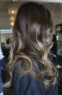By the end of summer kind of want my hair like this. Maybe even a little less blonde.