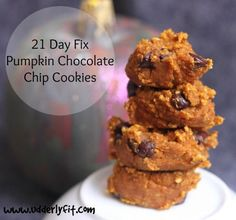 A healthy and easy 21 Day Fix pumpkin chocolate chip cookies recipe? This recipe requires no eggs, or added sugar and is a great cheat when you need one.Cookies (two) = 1 yellow and 1 orange container of the 21 Day Fix 21 Day Fix Desserts, 21 Day Fix Snacks, Pumpkin Recipes, Cookie Recipes, Dessert Recipes, Paleo Dessert, Vegan Recipes, Snacks Recipes, Easy Recipes