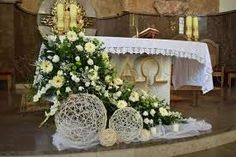 Church Wedding Flowers, Altar Flowers, Church Wedding Decorations, Centerpiece Decorations, Flower Decorations, Decoration Communion, First Communion Decorations, Contemporary Flower Arrangements, Large Flower Arrangements