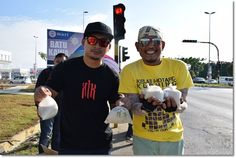 Iwan (right) and a friend getting ready around 4 pm to distribute bubur lambuk to drivers.