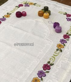 Gunumuz Aydin Ve Bereketli Olsun Embroidery Art, Cross Stitch Embroidery, Cross Stitch Patterns, Embroidery Patterns, Graphic Design Portfolio Examples, Palestinian Embroidery, Prayer Rug, Chain Stitch, Crochet Flowers