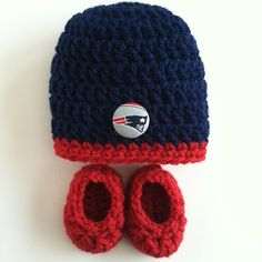Hey, I found this really awesome Etsy listing at https://www.etsy.com/listing/182062568/new-england-patriots-hat-and-booties-for