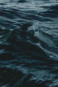 Sea and waves and deep, dark blue. Water Aesthetic, Blue Aesthetic Dark, Aesthetic Pastel, Aesthetic Gif, Aesthetic Videos, Aesthetic Vintage, Deep Blue, Navy Blue, Surfing