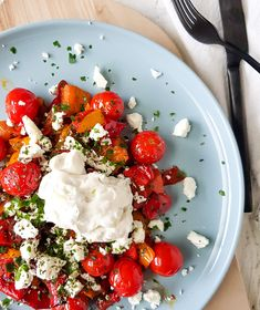 Warme salade met gegrilde paprika en feta