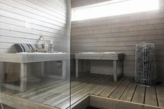 Harmaaksi käsitelty tyylikäs sauna Saunas, Interior Design, Table, Furniture, Home Decor, Trendy Tree, Cottage Bath, Nest Design, Decoration Home