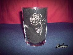 Vaso de sidra grabado a mano con punta de diamante con dibujo de rosa. www.todo-artesania.wix.com/detalles
