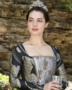 """1,296 Likes, 5 Comments - Reign's Fashion (@reignsfashion) on Instagram: """"Queen Mary in a promo shot for 4x02 'A Grain of Deception' _ _ #reign #cwreign #cw #historic…"""""""