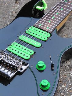 Ibanez Universe Green Dot
