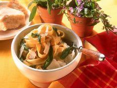 Salbei-Nudeln ist ein Rezept mit frischen Zutaten aus der Kategorie Nudeln. Probieren Sie dieses und weitere Rezepte von EAT SMARTER!