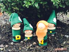 OMG, so cute! Whimsical Leprechaun Peg Dolls are such a fun St. Patrick's Day craft idea!