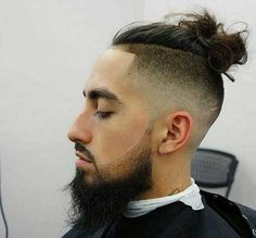 The top knot hairstyle is a perfect choice for men with long hair, preferably those that stretch to the shoulders and beyond. Easy Hairstyles For Long Hair, Cool Hairstyles, Edgy Haircuts, New Shape, Men's Hair, Top Knot, Knots, Hair Cuts, Beautiful Women