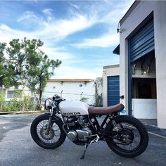 """Great looking CB550 tag the owner . . . #caferacer #hondacb #honda #motorcycle #style #beautiful #mcm #wcw #hot #vintage #engine #instagood #photooftheday…"""