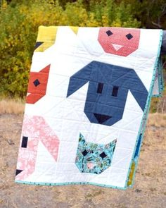 For another new baby coming into our family, we made this peachy triangle baby quilt. It was inspired by a quilt spotted in a pricey boutique. Chevron Quilt Pattern, Quilt Patterns, Baby Bib Tutorial, Table Runner Tutorial, Baby Quilt Tutorials, Log Cabin Quilts, Bias Tape, Sewing Projects For Beginners, Baby Size