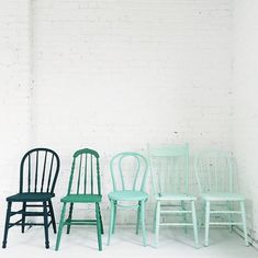 Ombre chairs; yes, please. We've spray painted dining room chairs before, and it is such a simple DIY. All it takes is two to three coats of Rust-o-leum 2x gloss or satin in your choice of color, no sanding required.