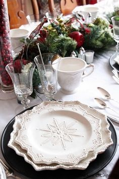 Snowflake Holiday Table _ Christmas place settings #Christmas #Tablescapes #Holiday Entertaining #Christmas Traditions Family & Friends