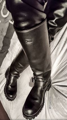 Boots, leather, gear, and lots Mens Heeled Boots, Mens Tall Boots, Mens Riding Boots, Womens Biker Boots, Tall Leather Boots, Leather Men, Male Boots, Logger Boots, Men In Heels