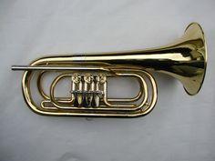 Melichar Basstrompete        Schallbecher: 19,2 cm Länge: 47,5 cm Gewicht: 1700 g Messing lackiert   Preis: 1250,00 € (ohne Etui und Mundstück)