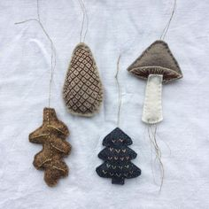DIY Weihnachtsbaum Schmuck hanging decorations christmas autumn cute leaves to make craft DIY mushroom Woodland Christmas, Noel Christmas, Handmade Christmas, Xmas, Felt Diy, Felt Crafts, Diy And Crafts, Tree Crafts, Navidad Diy