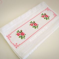 Cross stitch rose towel İnstagram / @madebyigneiplik