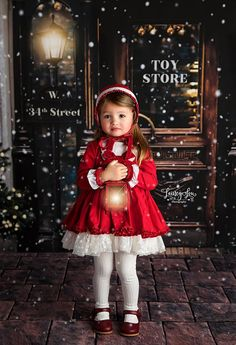 Toddler Christmas Pictures, First Christmas Photos, Christmas Photo Props, Christmas Portraits, Christmas Mini Sessions, Babies First Christmas, Christmas Themes, Christmas Background Photography, Christmas Photography