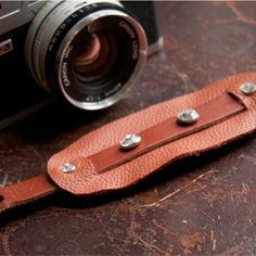 How to fashion a gorgeous, no-sew, leather hand strap for your D-SLR camera.