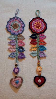 كروشــــيه و تـريكــــو حنـــــان - Хроника   Facebook Crochet Potholders, Crochet Motifs, Crochet Patterns, Crochet Brooch, Crochet Earrings, Love Crochet, Knit Crochet, Crochet Dreamcatcher, Knitted Flowers