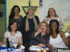 Con mis compañeras de trabajo en ASCIB en hora de la comida ...   de izquierda a derecha   Zhara, Montse,Rosa, Idurre, Fatima