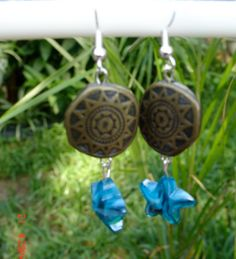These are very nice beaded earrings.  They have the larger circle bead with the blue glass star Bead.  They are very light weight.  Just a really cute summertime fun earring.