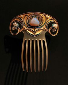 @levi_higgs. Art Nouveau horn hair comb set with an opal, pearls, and enamel in gold from 1900-10 in the collection of the @rijksmuseum. Maker unknown.