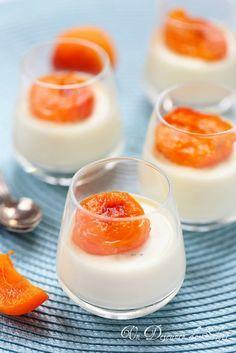 Un dejeuner de soleil: Panna cotta à la fleur d'oranger et abricots rôtis...