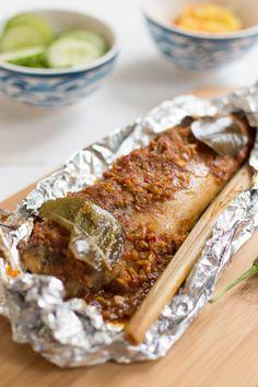 ikan pepesan (pittige makreel) - De Wereld op je Bord Healthy Baked Fish Recipes, Easy Fish Recipes, Healthy Food, Indian Fish Recipes, Asian Recipes, Fish Dishes For Dinner, Ramadan, Malaysian Food, Indonesian Food